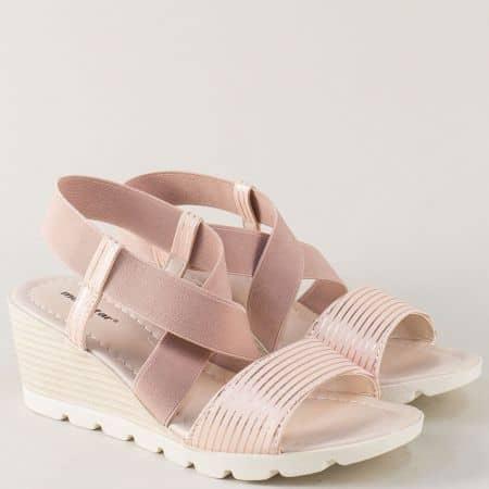 Розови дамски сандали с практичен ластик на комфортно клин ходило 022042rz