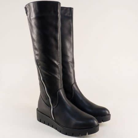 Черни дамски ботуши на комфортна и стабилна платформа 030011ch