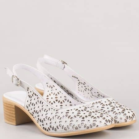 Дамски бели сандали на среден ток от перфорирана естествена кожа 04107b