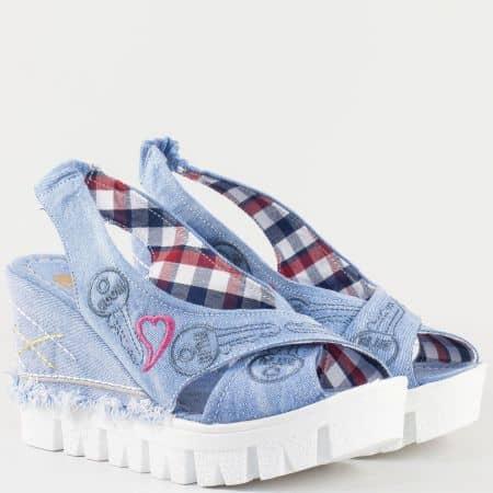 Дамски сандали на комфортно клин ходило със свежа лятна визия в син цвят 046ds