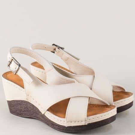 Кожени дамски сандали на платформа в бежов цвят 04bj