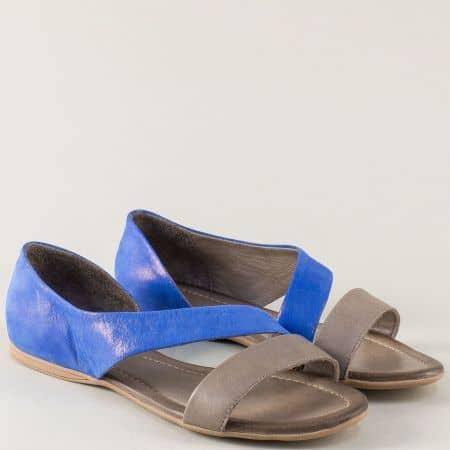 Кожени дамски сандали в сиво и синьо на равно ходило 100317s