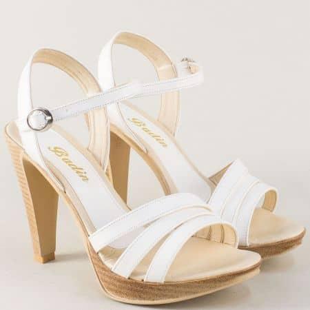 Стилни дамски обувки в бял цвят на висок стабилен ток 10182b