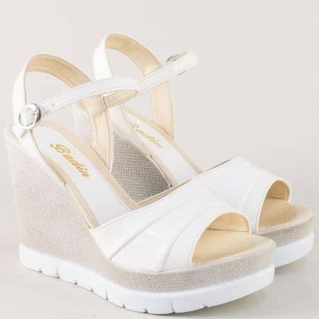 Дамски сандали на висока платформа в бял цвят 1023b