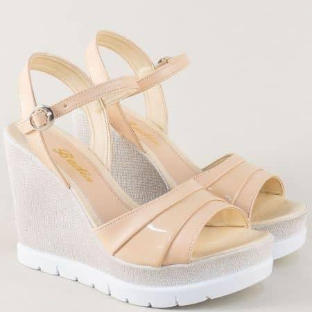 Бежови дамски сандали на висока и стабилна платформа 1023bj