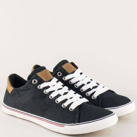 Дамско- юношески спортни обувки в черно на равно ходило с връзки 103071-40ch
