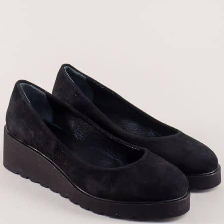 Велурени дамски обувки в черен цвят на платформа  1041907vch