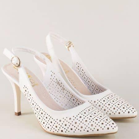 Бели дамски обувки на висок елегантен ток и перфорация 10492b