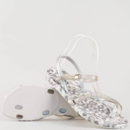 Дамски атрактивни сандали изработени от висококачествен гумен материал с камъни в сребристо 1056sr