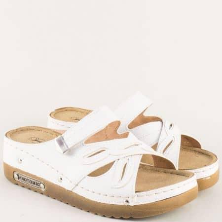 Бели дамски чехли на платформа с анатомична стелка 10676b