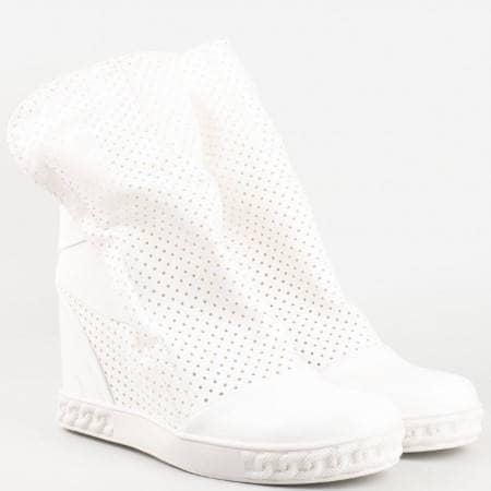 Дамски атрактивни кецове за всеки ден с ластици и перфорация в бял цвят 11b