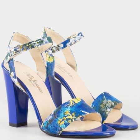 Дамски атрактивни сандали на висок стабилен ток с флорални мотиви в синьо и жълто 1200s
