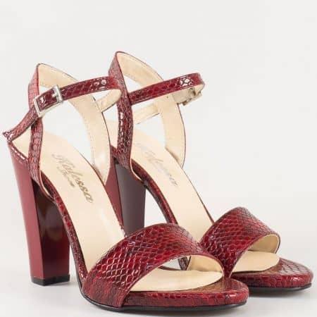 Дамски атрактивни сандали със змийски принт на висок ток в цвят бордо 1210zbd