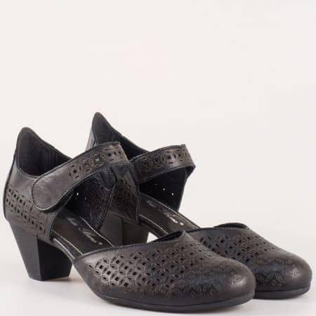 Български дамски обувки на среден ток с лепка от перфорирана естествена кожа в черен цвят- Nota Bene    12200917ch