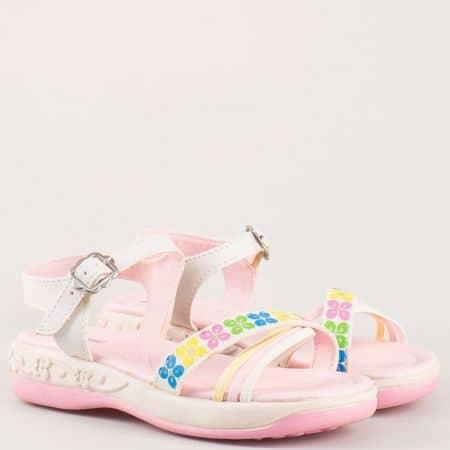 Детски модерни сандали в розово и бяло с катарама и флорален принт 1221211b