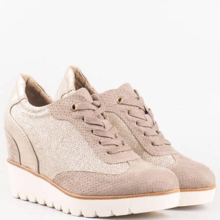 Дамски обувки, тип кец, на удобно клин ходило на немската марка Tamaris в кафяв цвят 123310k