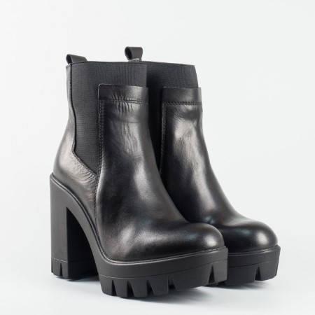 Фешън модел боти от естествена кожа на водещата немска марка Tamaris в черен цвят 125452ch