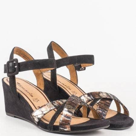 Стилни дамски сандали Tamaris на клин ходило в черен цвят със стелка от естествена кожа 128301vch