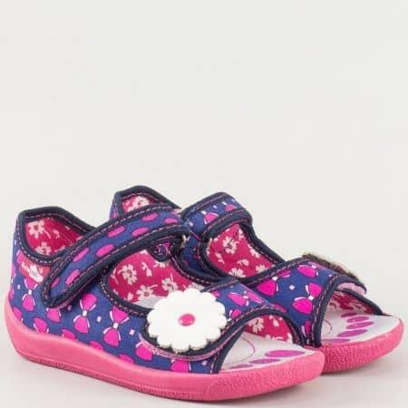 Детски сандали в бяло, розово и синьо с декоративно цвете и две лепки на български производител с кожена анатомична стелка 13138rz