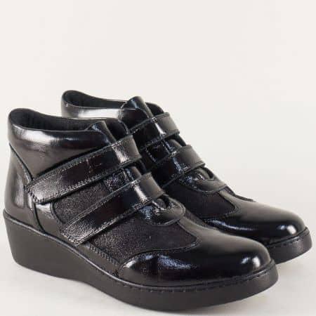 Шити дамски боти на платформа от черен естествен лак 13278lch