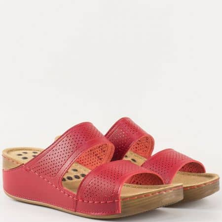 Анатомични и шити дамски чехли на платформа- Jump в червен цвят с перфорация 13355chv