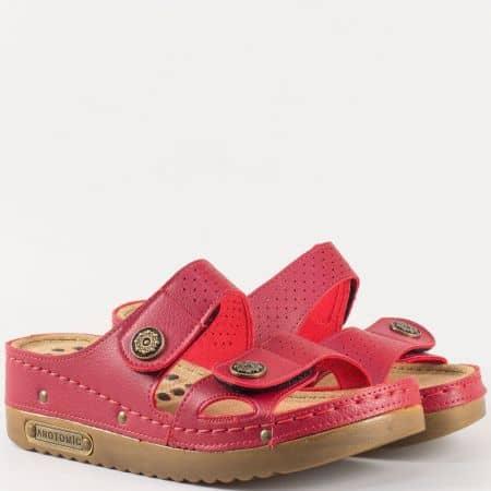 Дамски чехли за всеки ден с анатомична стелка и две велкро ленти в червен цвят 13357chv