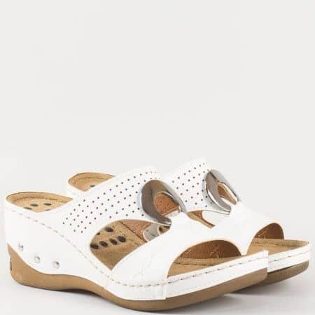 Анатомични дамски чехли в бяло е метален акцент 13360b
