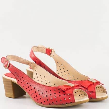 Дамски атрактивни сандали за всеки ден изработени от изцяло естествена кожа с панделка и перфорация на български производител в червен цвят 14277886chv