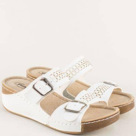 Бели дамски чехли с анатомична стелка на комфортна платформа 14871b