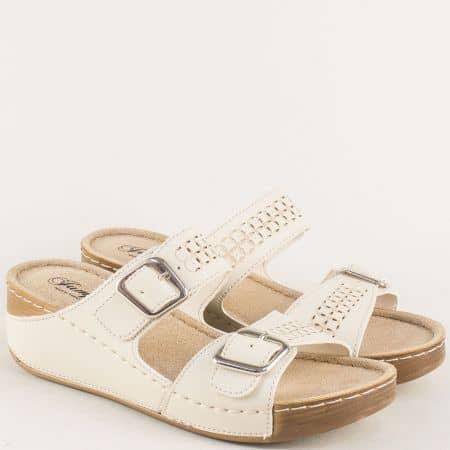Бежови дамски чехли с анатомична стелка и комфортна платформа 14871bj