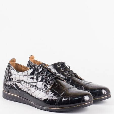 Дамски ежедневни обувки от естествен лак с крокодилски принт на български производител  1501418krch