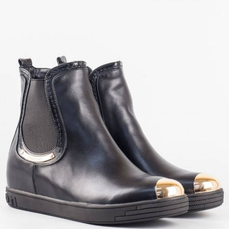 Дамски младежки боти с ластици на удобно ходило в черен цвят 15048409ch