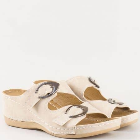 Дамски ортопедични чехли на шито клин ходило със стелка с 5 зони на комфорт в бежов цвят 15153004bj
