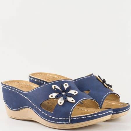 Дамски ортопедични чехли на платформа в синьо и бяло с флорална декорация 15153007s