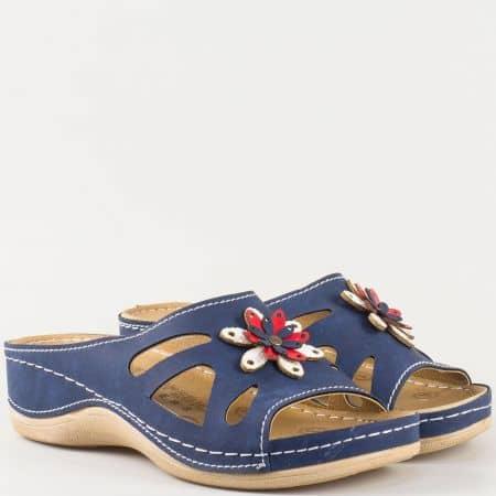 Дамски шити чехли на платформа с ортопедична стелка в синьо, бяло и червено с флорална декорация 15153008s