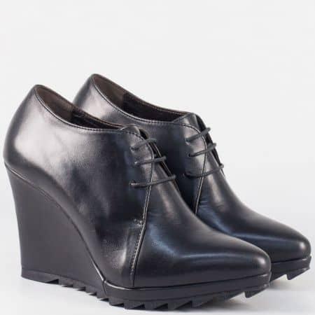 Български дамски обувки с връзки от черна естествена кожа на клин ходило 15253ch