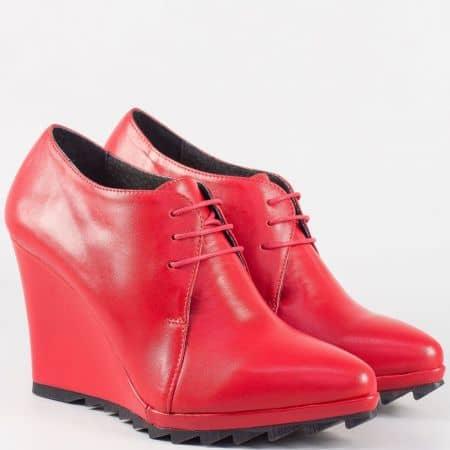 Дамски български обувки на платформа със заострен връх от червена естествена кожа 15253chv