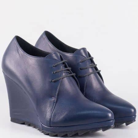 Кожени дамски обувки на грайферна платформа в син цвят- български производител 15253s