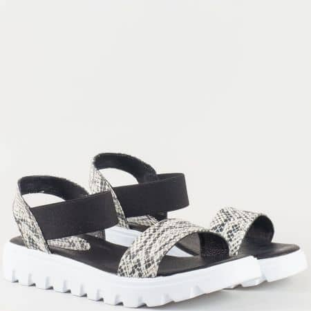 Дамски комфортни сандали изработени от изцяло естествена кожа със змийски принт на български производител в бежово и черно 15445935zch