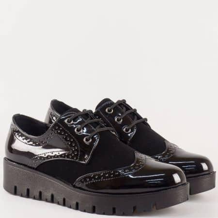 Черни дамски обувки на грайферна платформа с швейцарски мотиви 156921lch