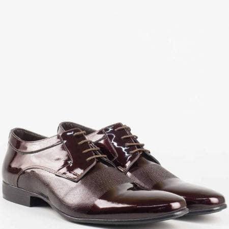 Мъжки обувки с връзки от естествен лак в цвят бордо 16039lbd