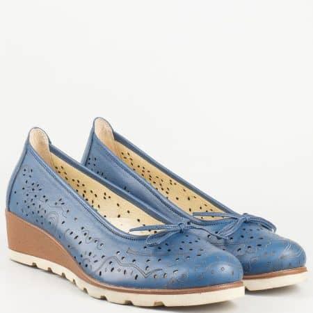 Дамски български обувки на клин ходило с кожена ортопедична стелка- Nota Bene от синя естествена кожа с перфорация 16233933s