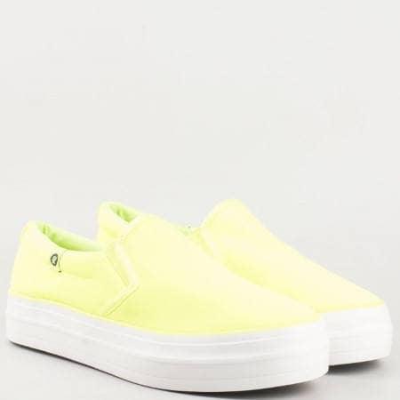Дамски спортни обувки, тип кец с два ластика на удобно ходило в жълт цвят 1638z