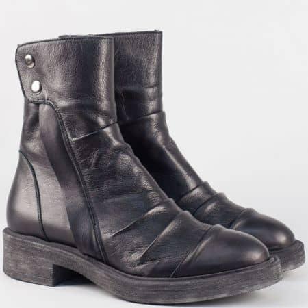 Кожени дамски боти с цип в черен цвят на нисък ток- български производител 16413ch