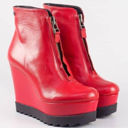 Кожени дамски боти с цип на платформа в червен цвят- български производител 16428chv
