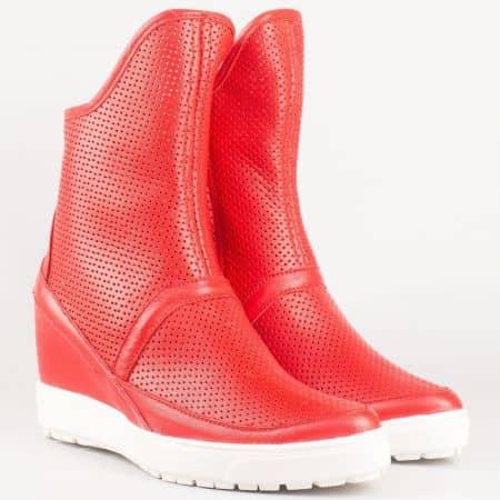 Летни дамски боти на платформа на българска фирма естествена кожа и велур в червен цвят 1691chv