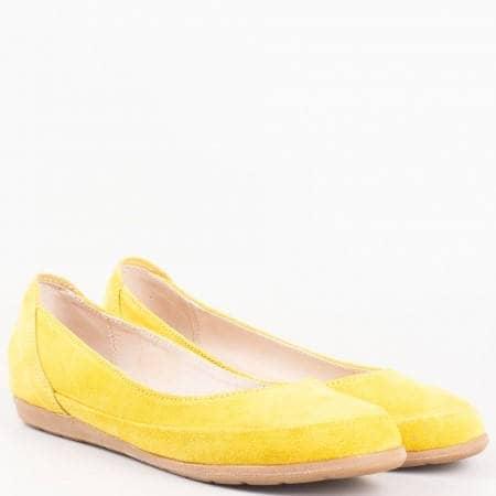 Дамски балеринки изработени от изцяло естествени материали - велур и кожа на български производител в жълт цвят 1693406vj