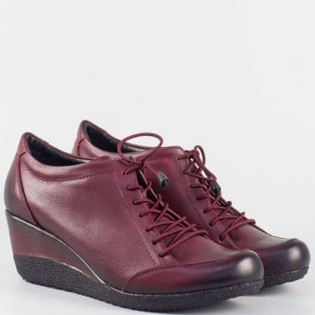 Дамски обувки от естествена кожа в цвят бордо на платформа 1700bd