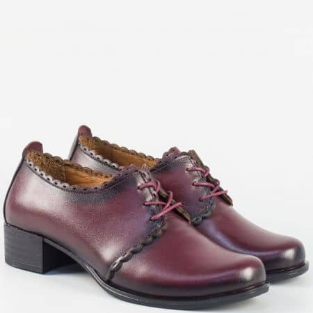 Дамски кожени обувки с връзки в цвят бордо на среден ток 174bd