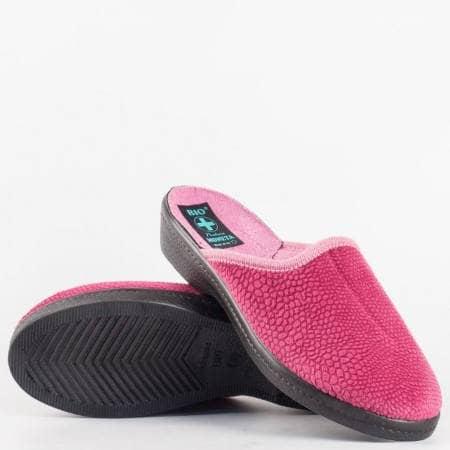 Дамски удобни пантофи на леко корково ходило в розов цвят 18343bd